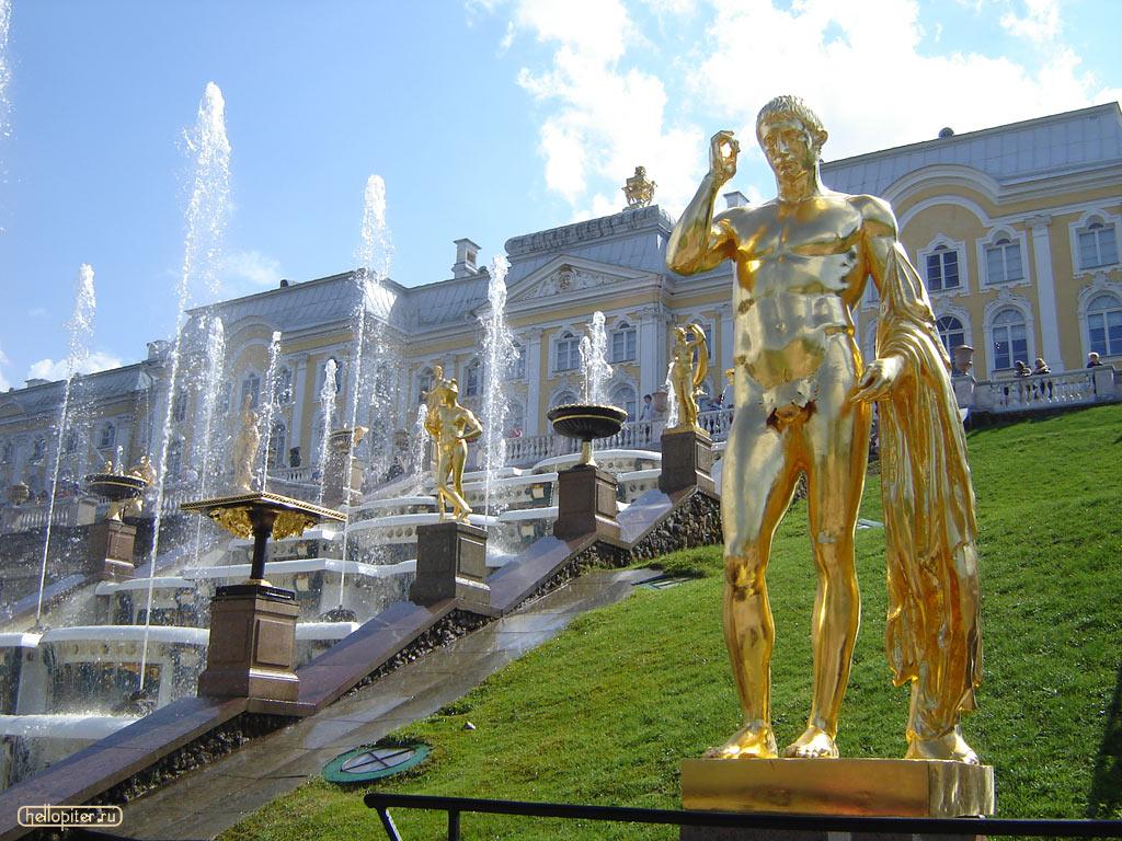 Вид на дворец и фонтаны