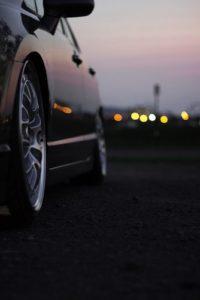 Машина перед городом