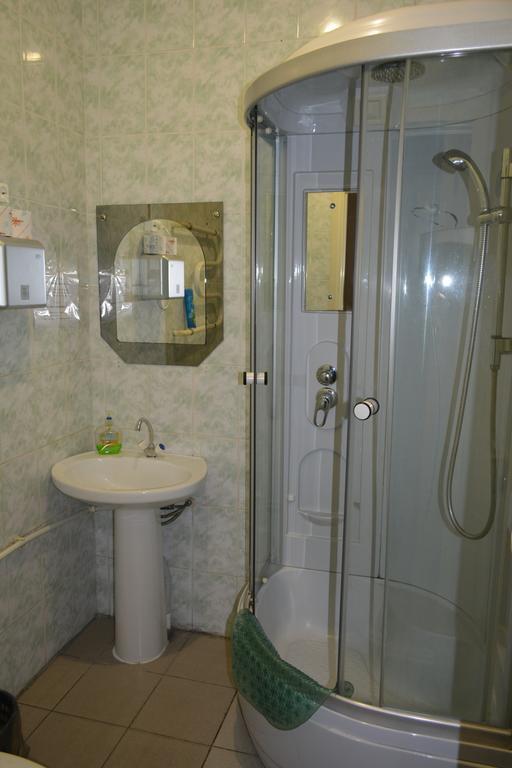 Душ в отеле «Логос» 1300 руб/сутки