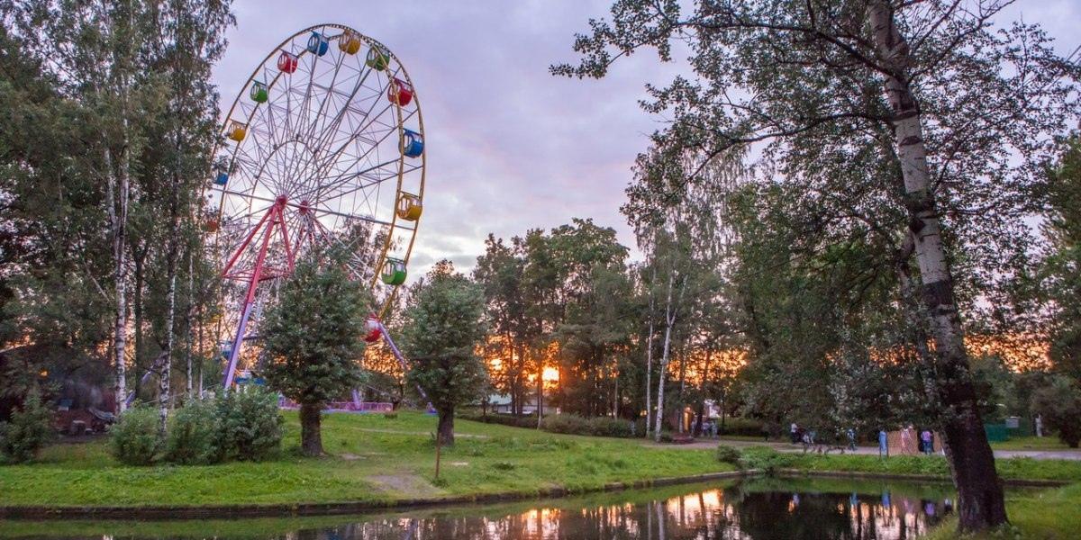 Чертово колесо в парке культуры и отдыха им. И. В. Бабушкина