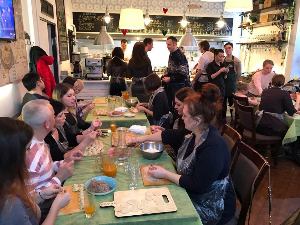 Общее фото, повар рассказал о всех тонкостях и все приступили к работе