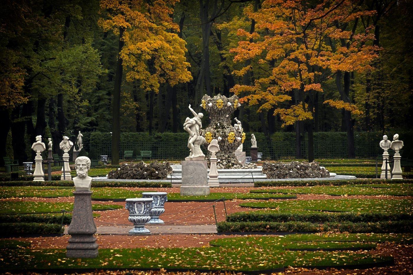 Фото Летнего сада ранней осенью