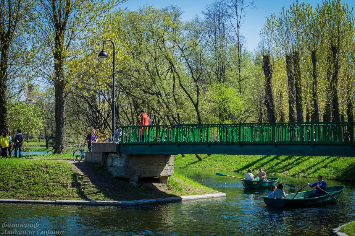 Лодки мостик в парке Победы