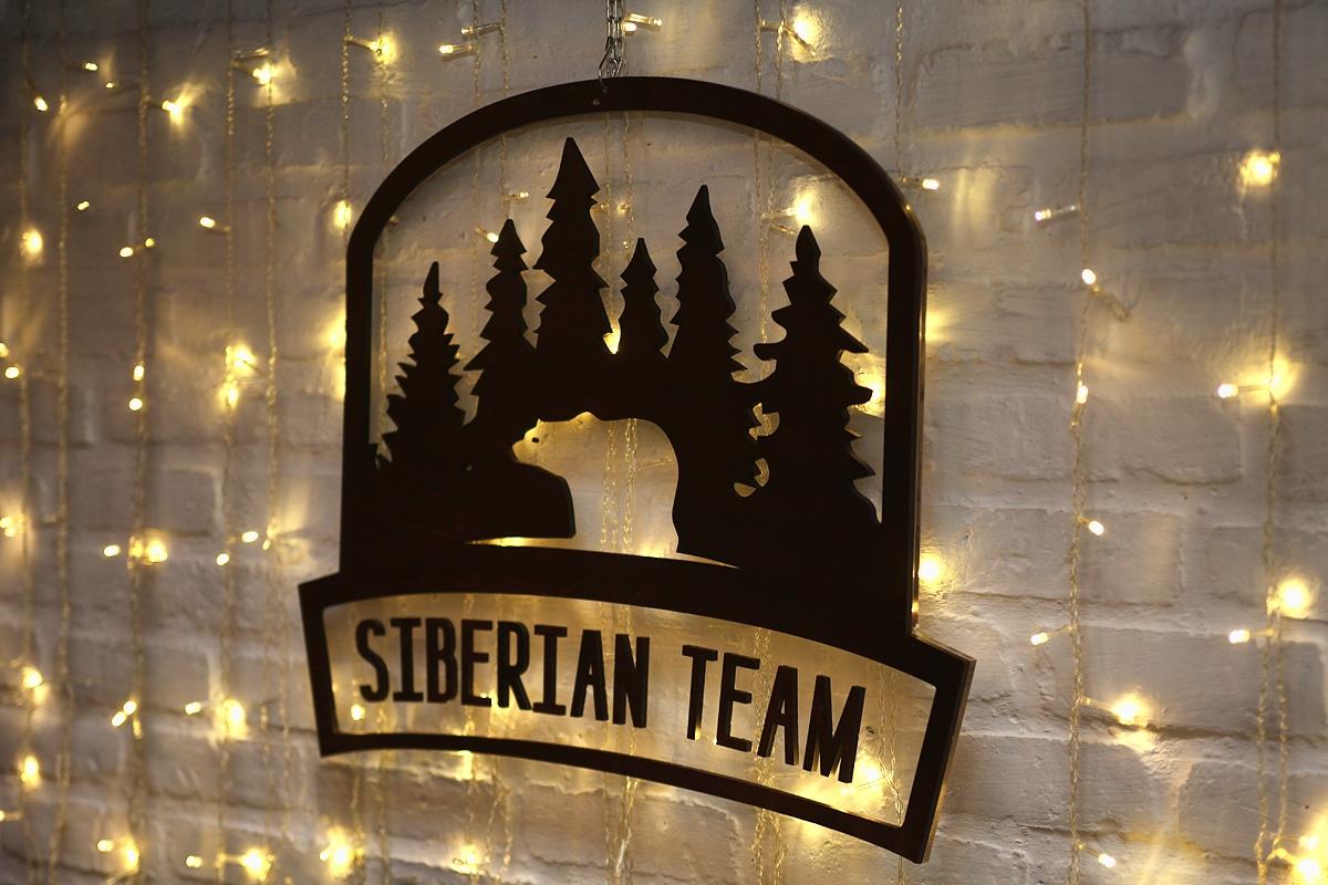 Фотография нашего логотипа на стене кафе