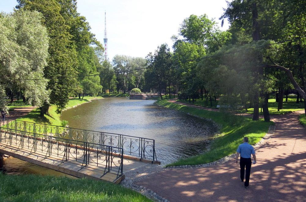 Парк с мостиком