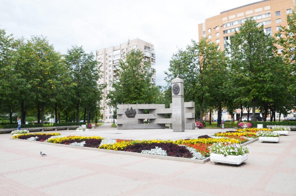 Сквер и памятник