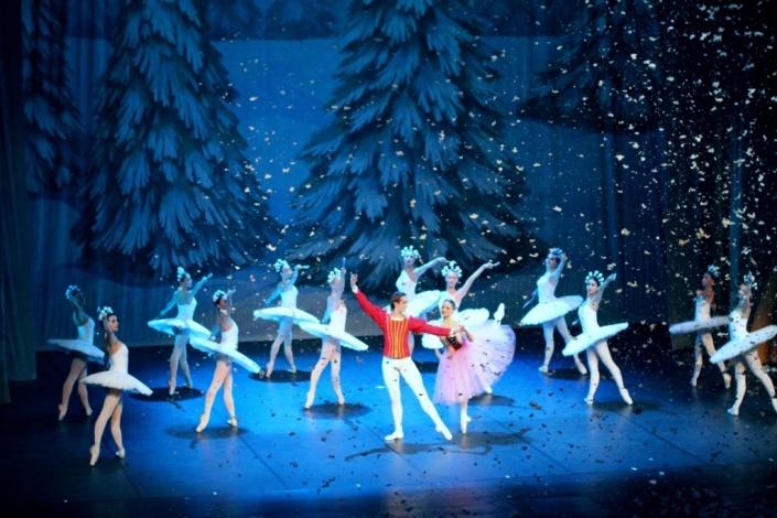 Новогоднее представление балет