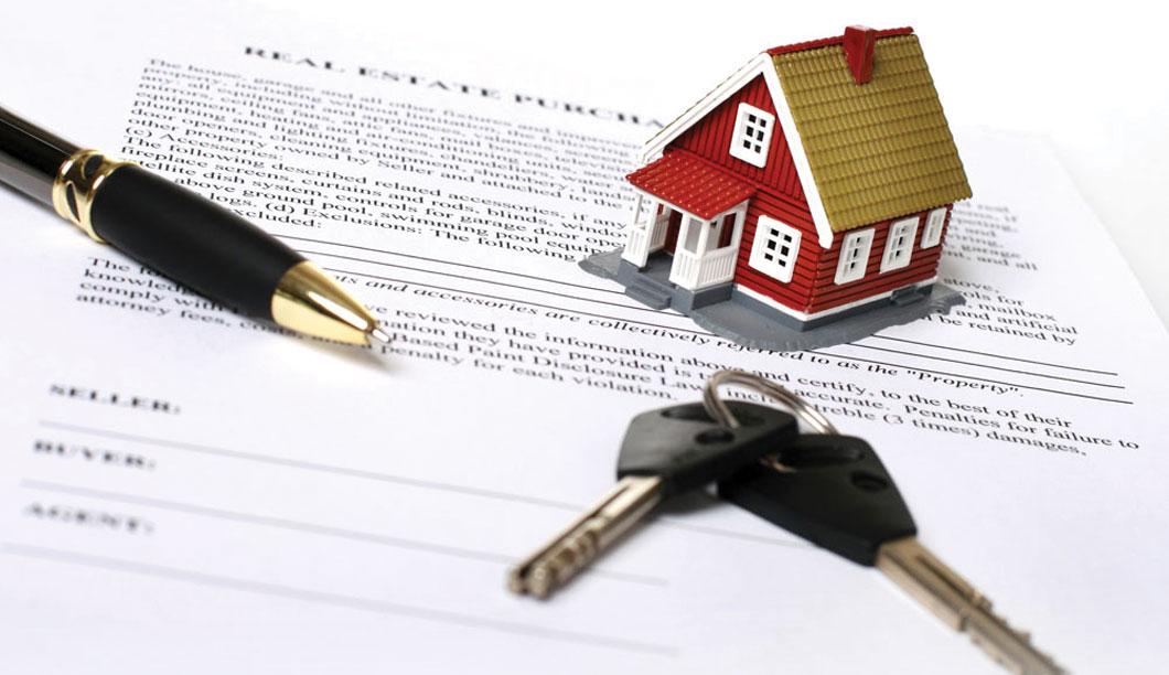 дом, ручка, документы и ключи