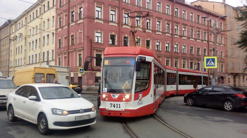 Машины газуют в центре Петербурга